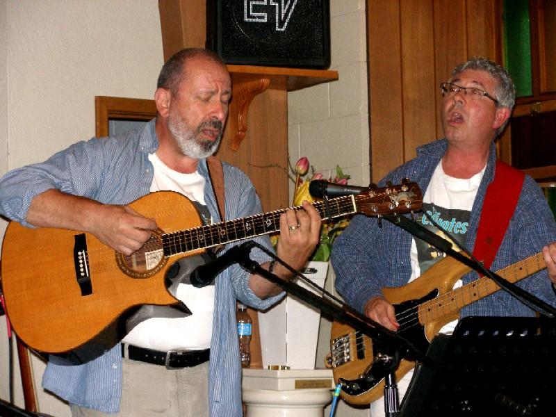 Peter on guitar,Burke on bass, both singing